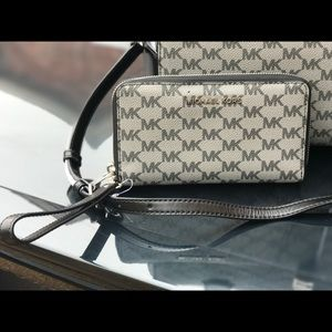 Michael kors jet set travel phone case / wallet